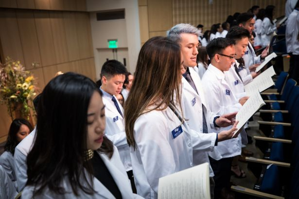 PharmD students recite the Oath of a Pharmacist