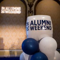 balloons with UCSF Alumni Weekend printed on them